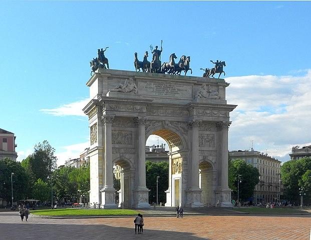 http://upload.wikimedia.org/wikipedia/commons/thumb/c/cb/Arco_della_Pace.JPG/621px-Arco_della_Pace.JPG