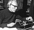 Arno Fehringer an Schreibmaschine.jpg