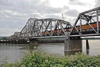 Burlington Northern Railroad Bridge 9.6 - Image: BNSF 9.6 railroad bridge, train crossing swing span