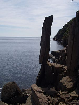North Mountain (Nova Scotia) - The Balancing Rock, a columnar basalt fragment of the North Mountain near Digby, Nova Scotia.