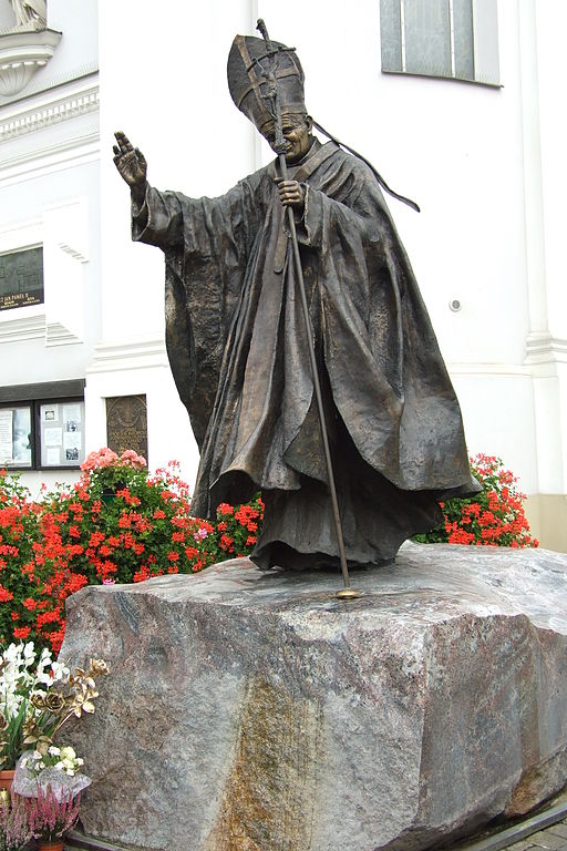 Estatua o monumento de Juan Pablo II en Wadowice Polonia