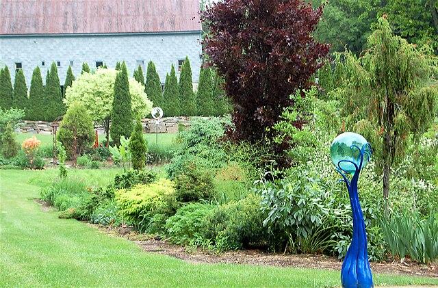 Okrasná záhradka - okolie ľudského príbytku