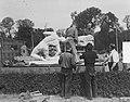 Beeldententoonstelling op het Frederiksplein te Amsterdam. Vrachtwagen met beeld, Bestanddeelnr 904-5852.jpg