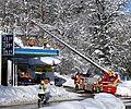Berchtesgaden, Feuerwehr beim Dachabschaufeln, 3.jpeg
