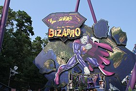 Image de Bizzaro dans un parc d'attraction.
