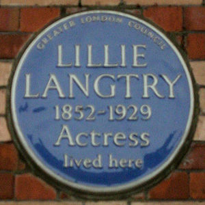 Pont Street - Blue plaque commemorating the actress Lillie Langtry in Pont Street