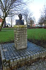File:Borstbeeld Volendammer man 01.JPG