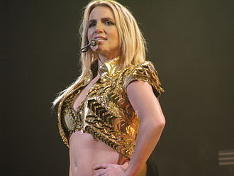 Ten Sessions - Critics commended Spears for her performance in the episode.