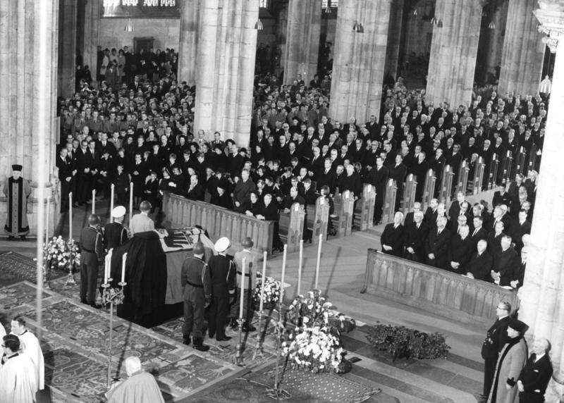Bundesarchiv B 145 Bild-F024568-0014, Köln, Trauerfeier für Konrad Adenauer