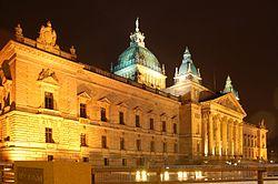 das Bundesverwaltungsgericht bei Nacht