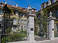 Burgerhaus Garten Tor.jpg