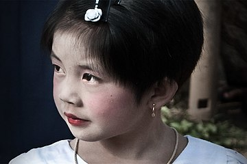 Burmese girl from Inle Lake region; February 2011.jpg