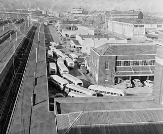 Wellington railway station - Road Services buses at Platform 9 in 1957