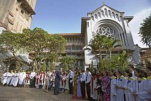 Cửa Bắc Church - George W. Bush and Laura Bush in their visit to Cua Bac Church.
