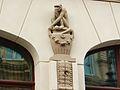 Bydgoszcz-dawny Dom Towarowy,ozdoby figuralne-małpka.JPG