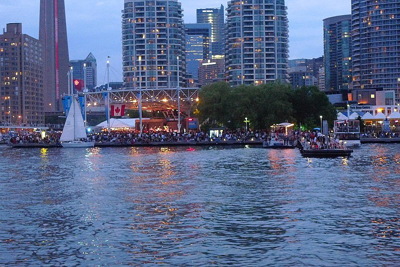 File:Canada Day crowds.jpg