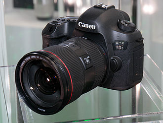 Canon EOS 5DS - Image: Canon EOS 5Ds 2015 CP+