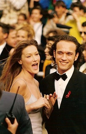 Carla Bruni - Bruni with actor Vincent Perez at the 1994 Cannes Film Festival.
