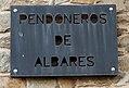 Cartel en la entrada del local de pendonistas de Albares de la Ribera.jpg