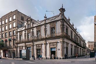 Casa de los Azulejos - View of the Casa de los Azulejos from 5 de Mayo Street