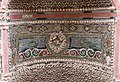 Casa della fontana piccola, cortile con affreschi e fontana mosaicata 06 parrochetti.jpg
