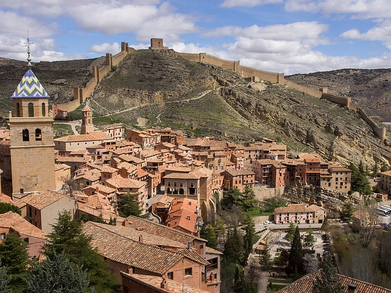 Archivo:Castillo de Albarracín - P4190772.jpg