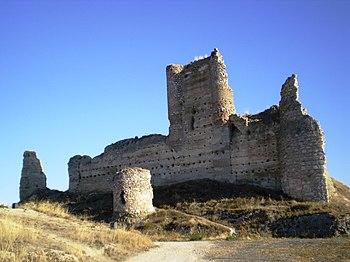 Ruinas del castillo de Fuentidueña de Tajo o de Santiago, que dependía de la Orden de Santiago.