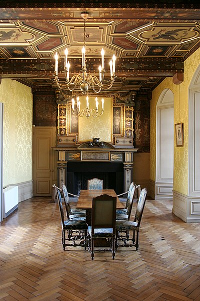 Fichier:Castle sully france yellow room.jpg