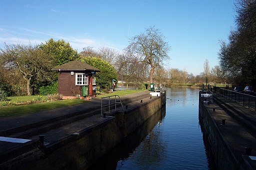 Caversham lock looking downstream