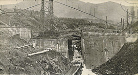 Cedar River dam under construction.jpg