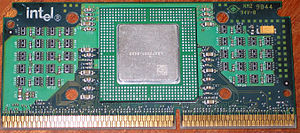 Slot 1 - Celeron in SEPP: CPU at center (under heat spreader), surrounding chips are resistors