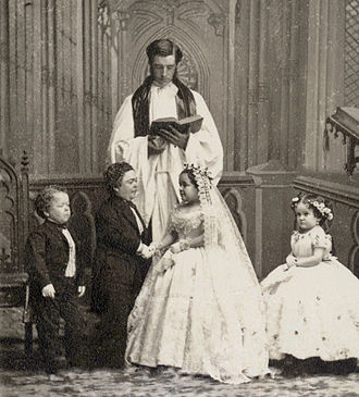 General Tom Thumb - Charles Sherwood Stratton and Lavinia Warren wedding photo. From left to right: George Washington Morrison Nutt (1844–81), Charles Sherwood Stratton (1838–83), Lavinia Warren Stratton (1842–1919), Minnie Warren (1849–78).