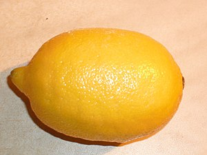 English: A big yellow lemon. Shot on Christmas...