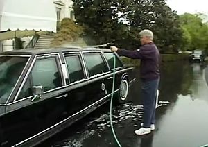 The Final Days (2000 film) - Bill Clinton is shown washing the presidential state car in a scene from The Final Days.