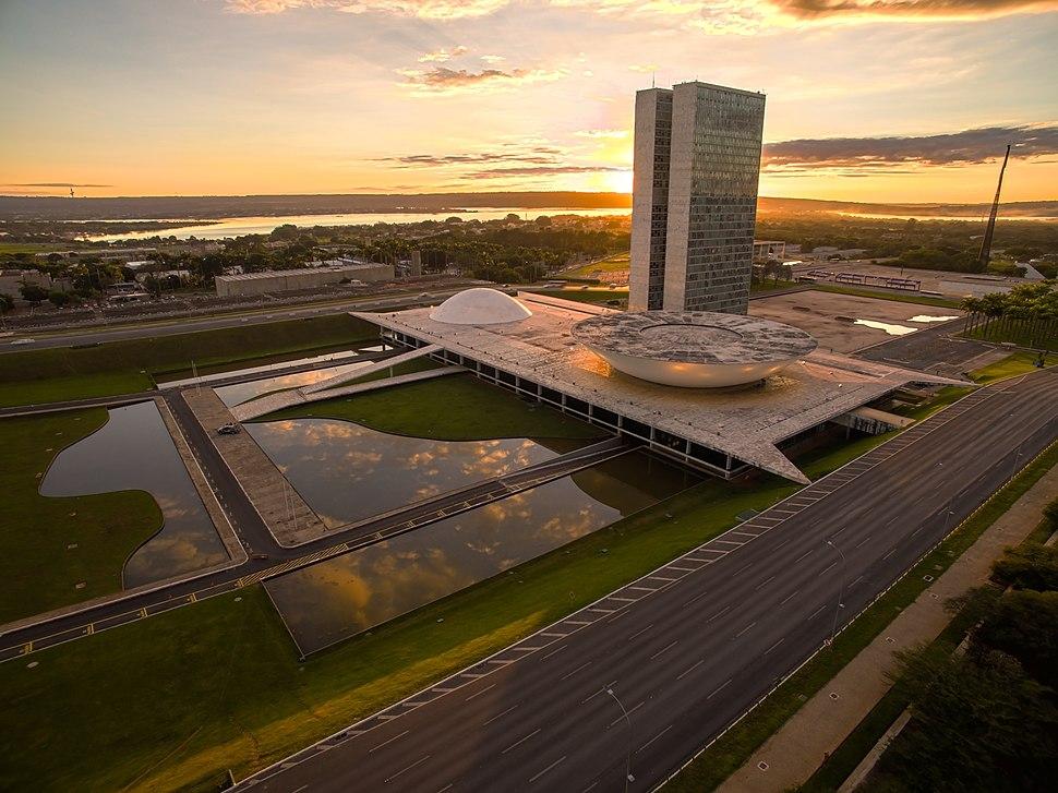 Congresso Nacional durante o nascer do sol