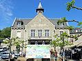 Corrèze - La mairie un jour de course cycliste.JPG