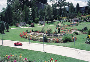 Cullen gardens and miniature village wikipedia for Olive garden cape girardeau missouri
