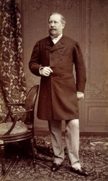 D. Luís I fotografado por Augusto Bobone em 1885.png