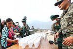 DAMNIFICADOS DE CARAPONGO RECIBIERON DESAYUNO PREPARADO POR EL EJÉRCITO (33683044345).jpg