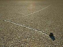 Resultado de imagen de rocas que se mueven el en valle de la muerte