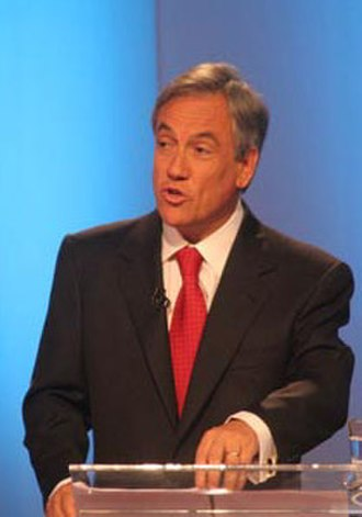 2005–06 Chilean presidential election - Image: Debate televisivo Canal 13 CNN (Piñera) hoch