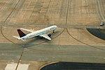 Delta N521US Boeing 757-200 (15165120508).jpg