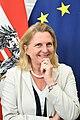 Der britische Außenminister Jeremy Hunt zum Gespräch bei Außenministerin Karin Kneissl (41980362810).jpg
