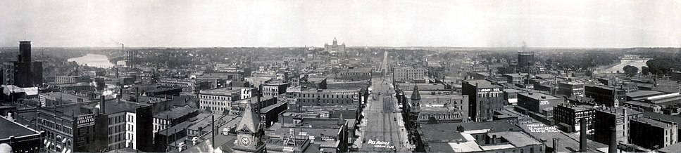 A 1906 panorama, with the Iowa State Capitol in center