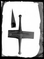 Detalj yxblad ovanifrån, dekor sabelkryss - Livrustkammaren - 8565.tif