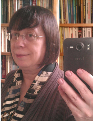 Diane Duane - An image of the author with smartphone in 2014.