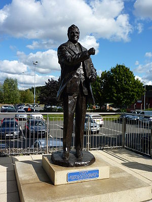 Don Revie - Don Revie statue outside Elland Road.