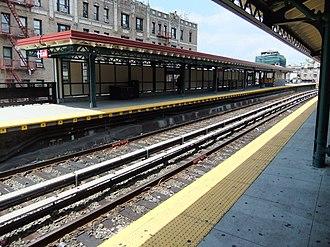 Dyckman Street (IRT Broadway–Seventh Avenue Line) - Image: Dyckman Street Platform (Bway 7th Avenue)