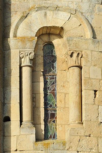Baie nord du chevet de l'église Saint-Maixent d'Empuré (Charente)