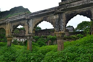 Vijaygarh Fort - Image: Entrance at a ruined building at Vijay Garh Fort